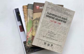 grzbiety książek -oferta wydwnicza