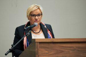 Pani Grażyna Ignaczak-Bandych - Dyrektora Generalnego, Kancelarii Prezydenta RP, odczytuje list Prezydenta RP