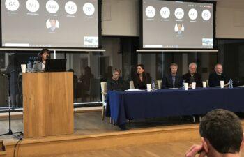 przy mównicy dr hab. Lucyna Harc, zastępca Naczelnego Dyrektora Archiwów Państwowych przemawia podczas otwarcia konferencji